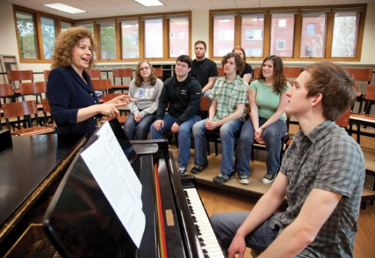 Lisa Fredenburgh works with AU students.