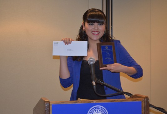 Sophomore Julia Ochoa accepts the Latino Alumni Líderes Award at the Latin Student and Alumni Banquet.